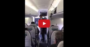 стюардеса танцува в самолет