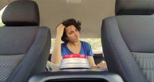 Видео: Те трябваше да останат в колата 10 минути, за да спечелят пари. Какво се случи?